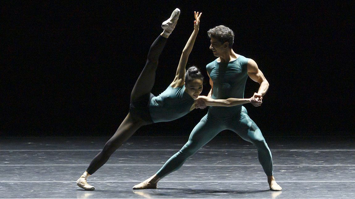 Ji Young Chae and Tigran Mrktchyan in William Forsythe's In The Middle, Somewhat Elevated by Liza Voll