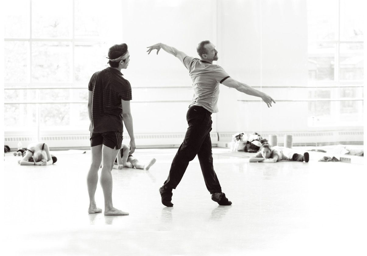William Forsythe and Boston Ballet dancers in rehearsal at 19 Clarendon Street. Image by Ernesto Galan