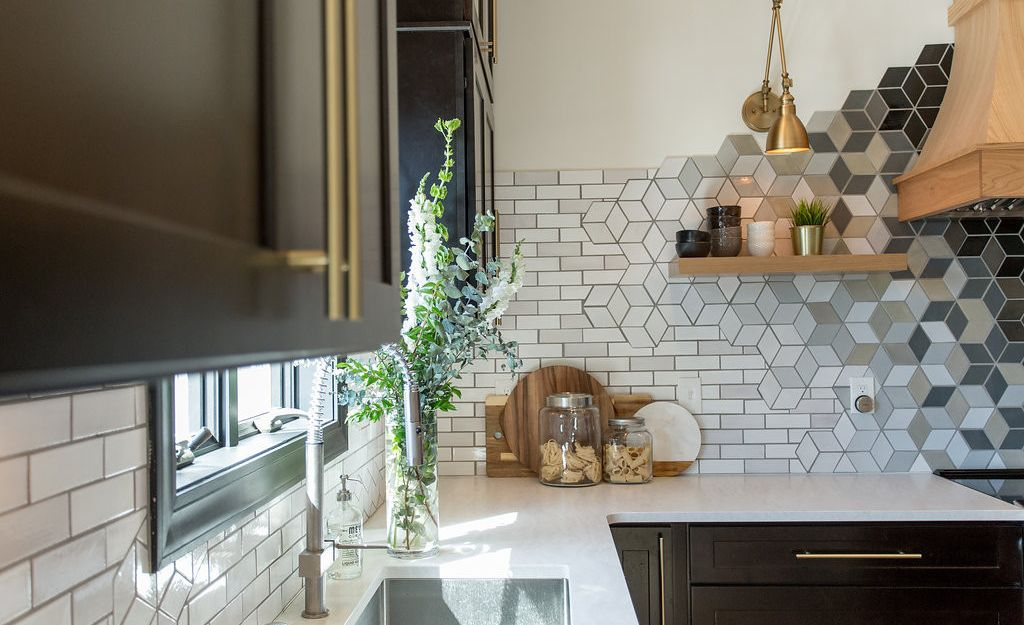Cambria Delgatie Matte™ paired with a mosaic tile backsplash by Mercury Mosaics.
