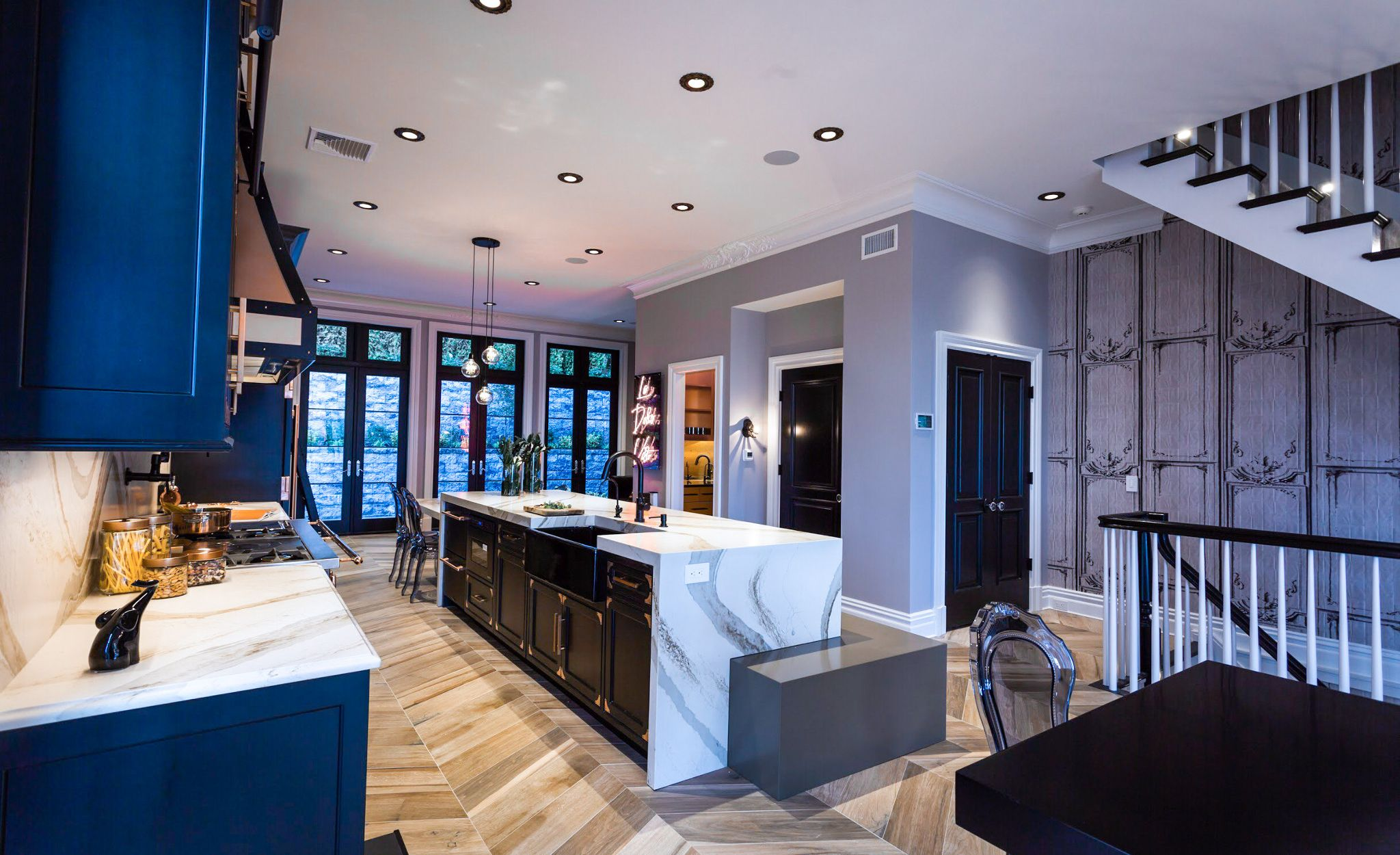 A glamorous kitchen featuring Cambria Brittanicca Gold countertops.