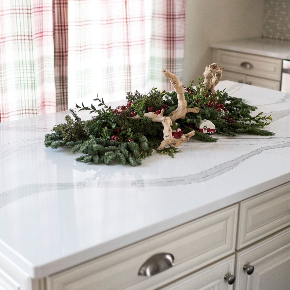 Build a beautiful Christmas centerpiece on a Brittanicca.