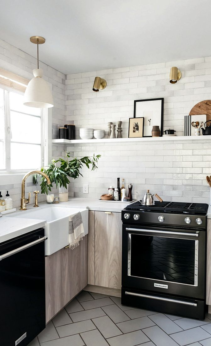 Clutter-free kitchen design with Cambria Ella countertops.