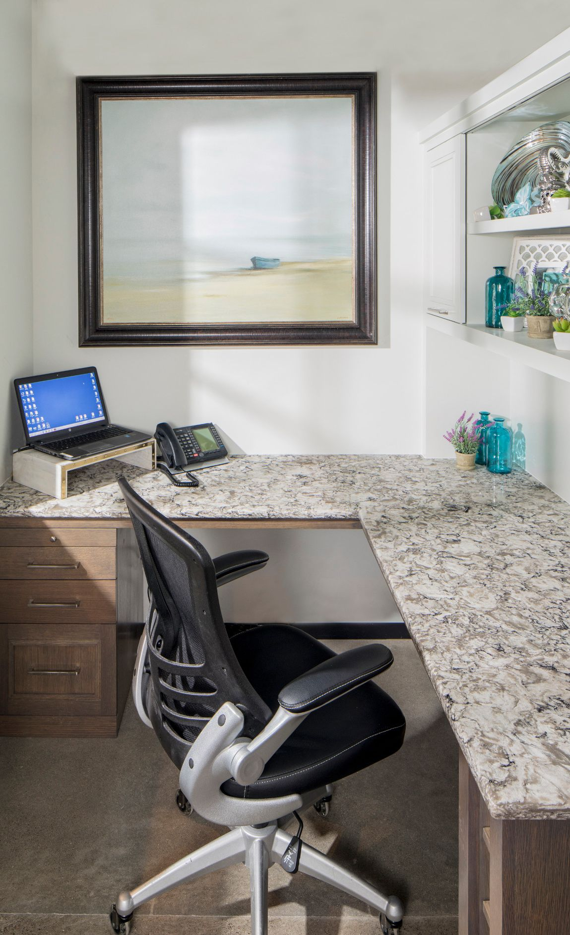 Cambria Bellingham™ desk offers a durable granite alternative in this efficient home office.