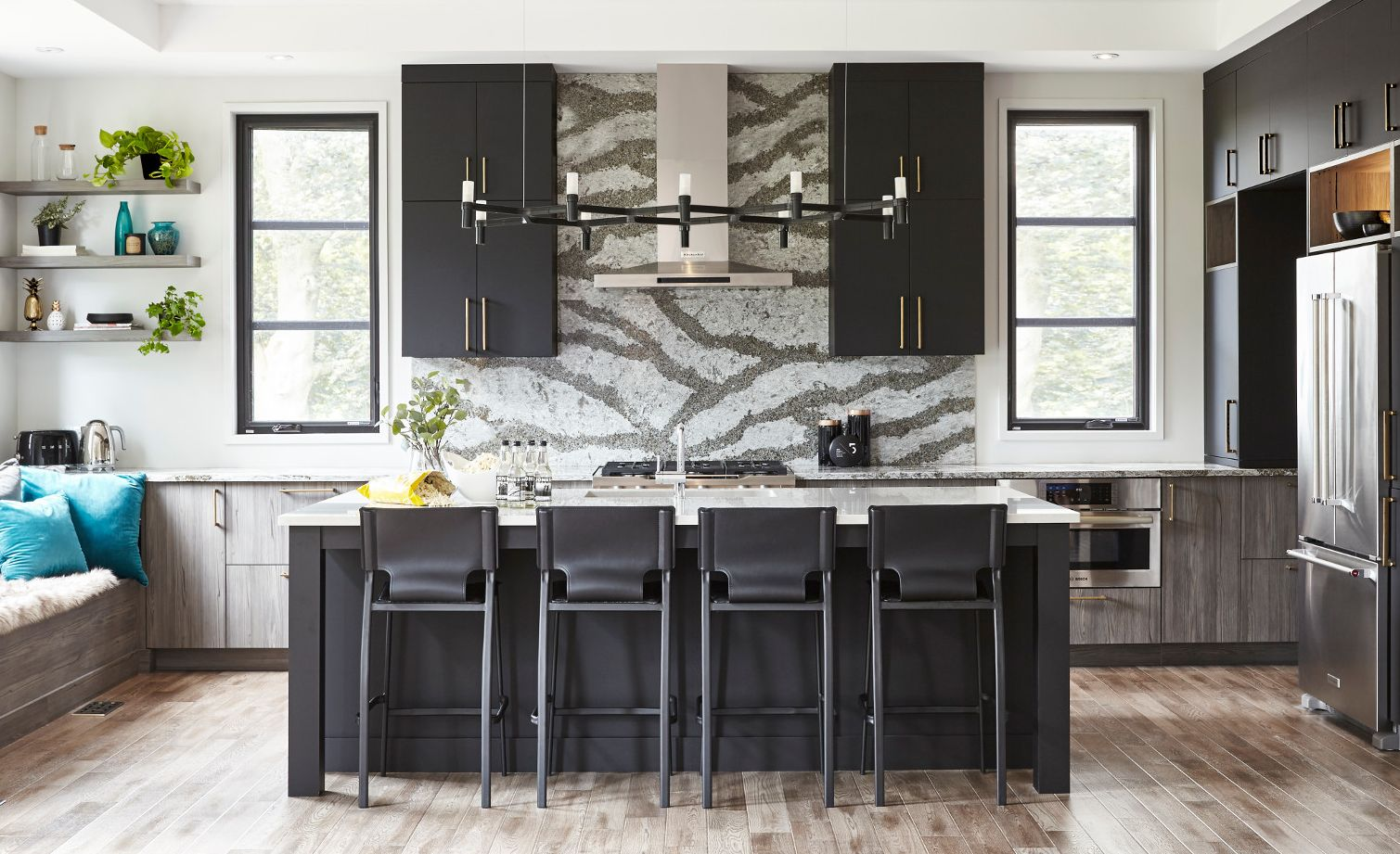 Bold kitchen design featuring Galloway™ backsplash.