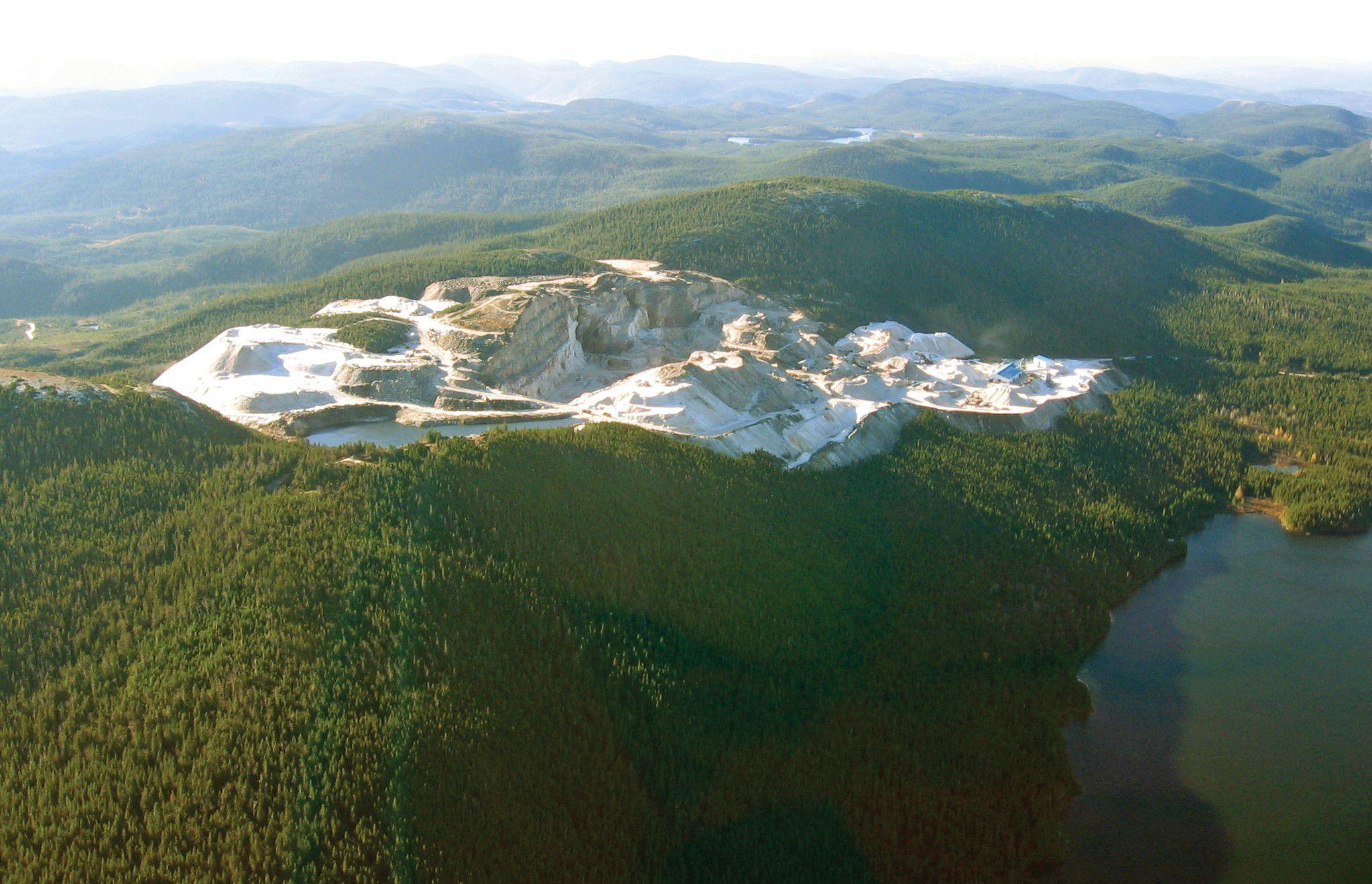 cambria-quartz-deposit-mines