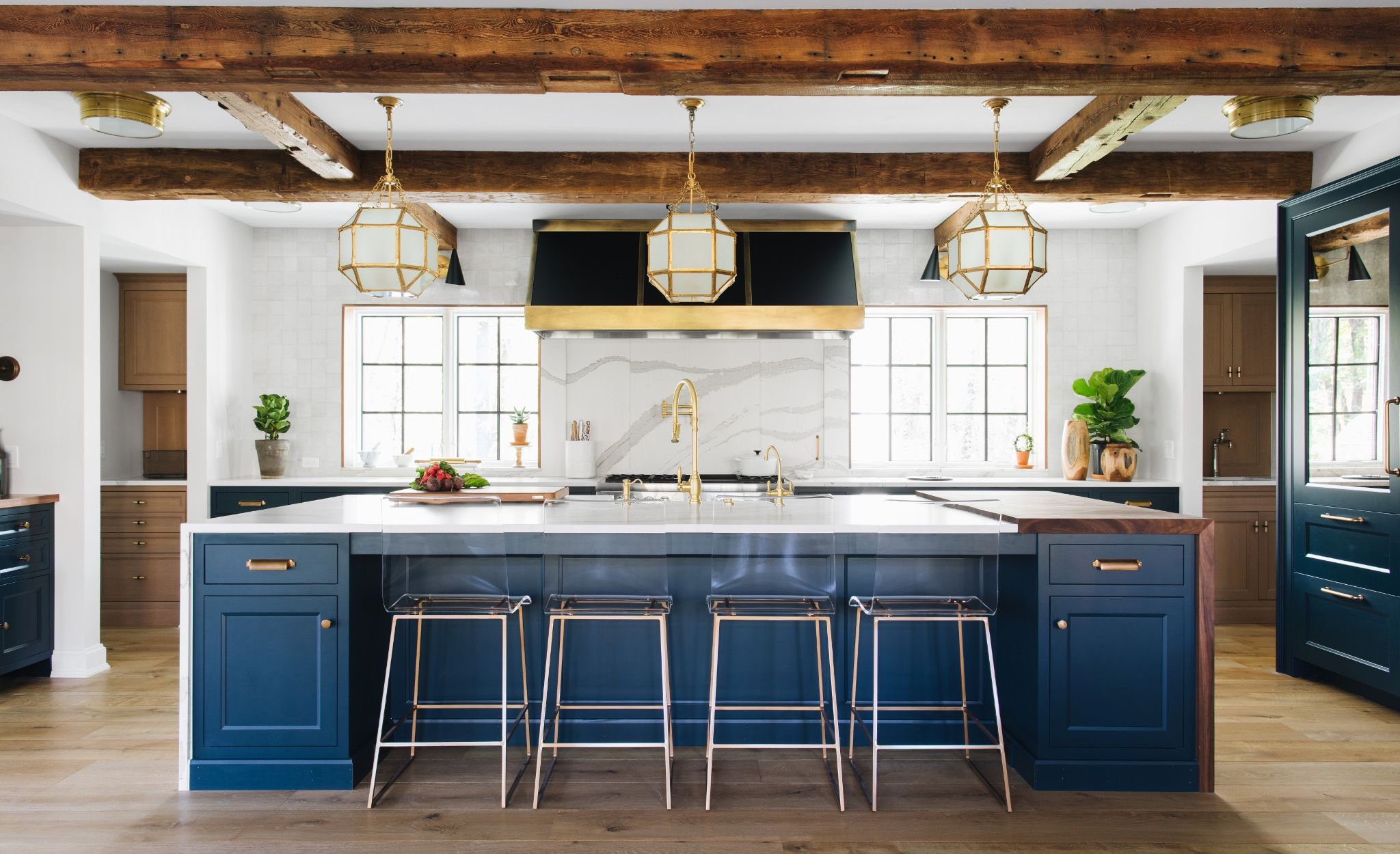 Contrasting colors and tones work well together in this kitchen featuring Brittanicca.