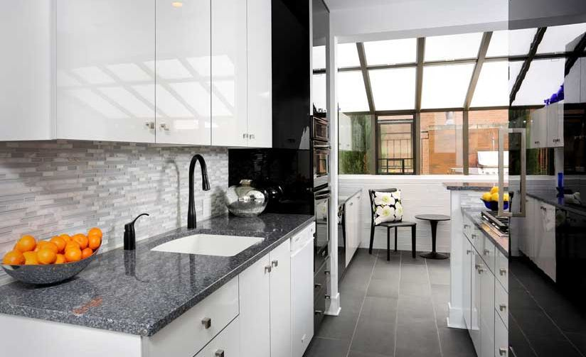 Open and airy kitchen with Cambria Parys.