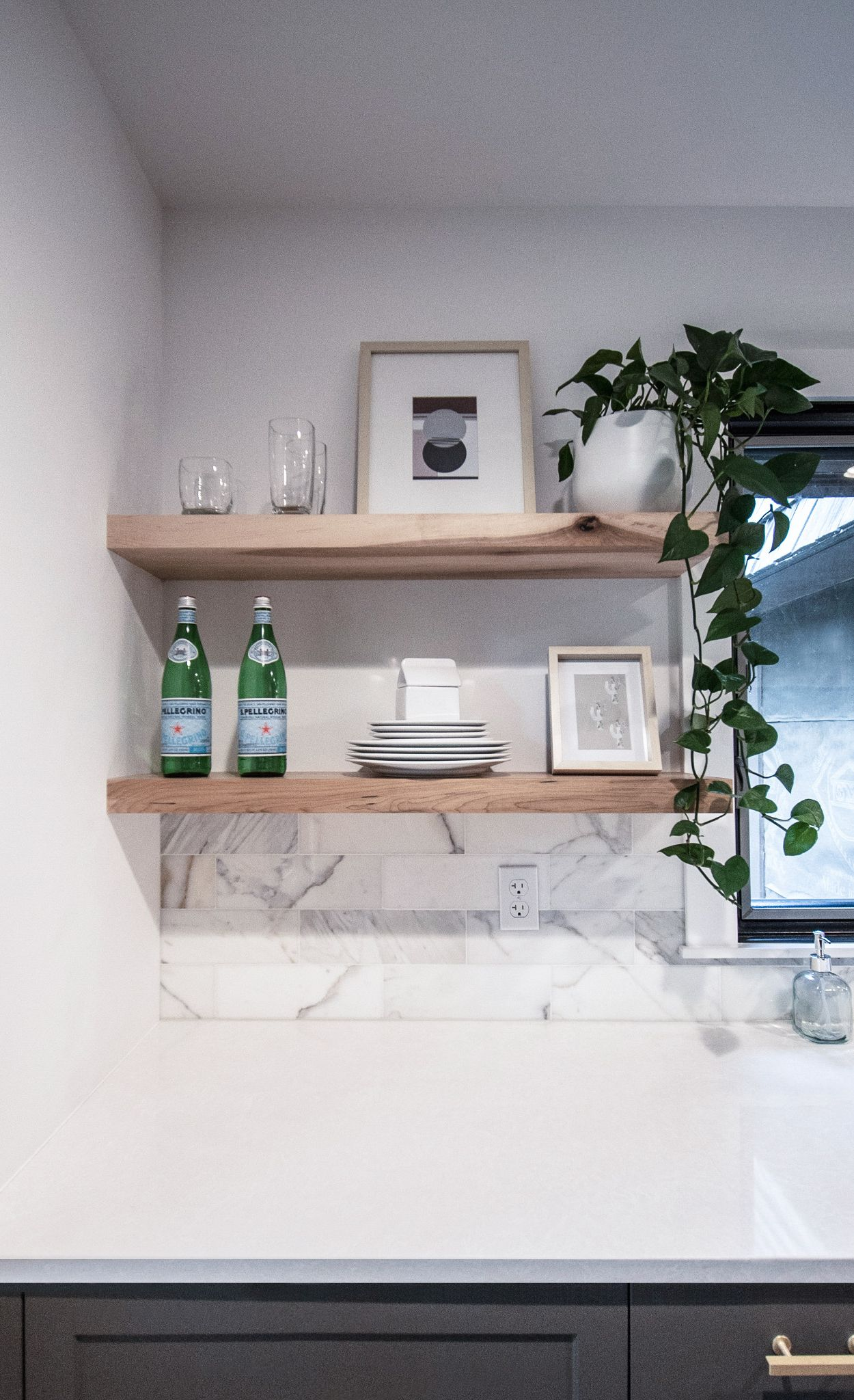 Open-shelving and Cambria Newport create an open and clean look.