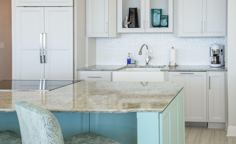 Coastal kitchen featuring Cambria Kelvingrove™ countertops with a Ledge beveled edge.