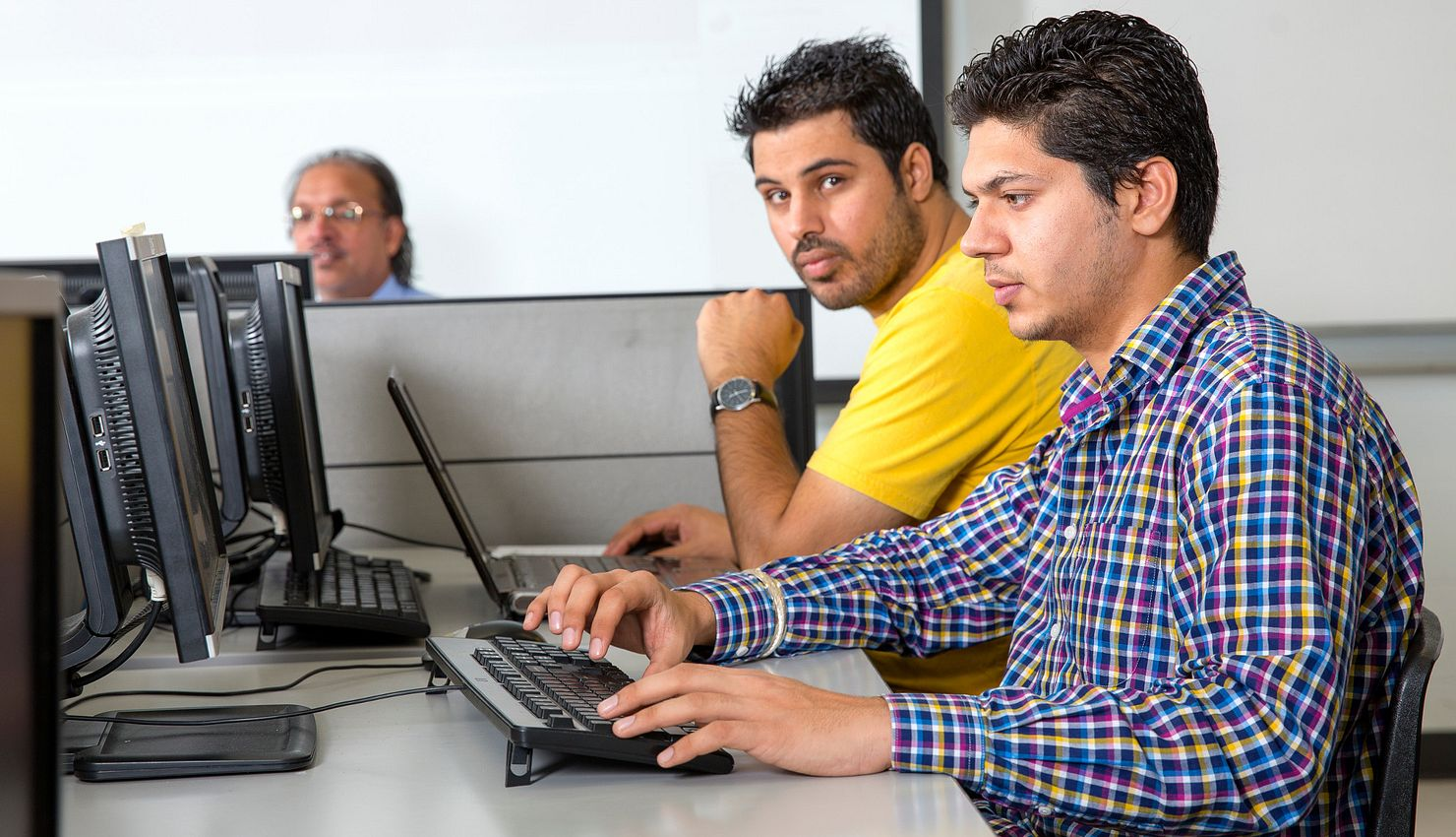 Picture of Software Engineering students at the computer lab