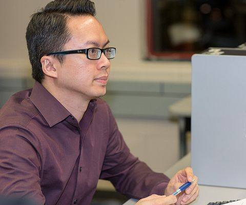 picture of Centennial College Continuing Education student in the computer lab