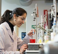 food_science_student working in a lab