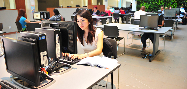 student-sitting-in-computer-lab