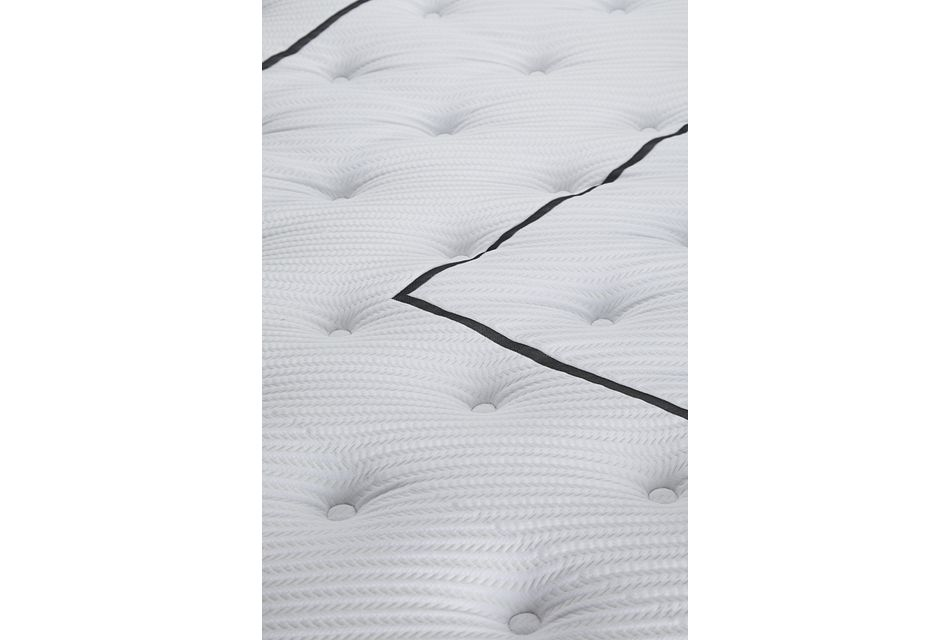 "Beautyrest Black L-class Plush 14"" Mattress"