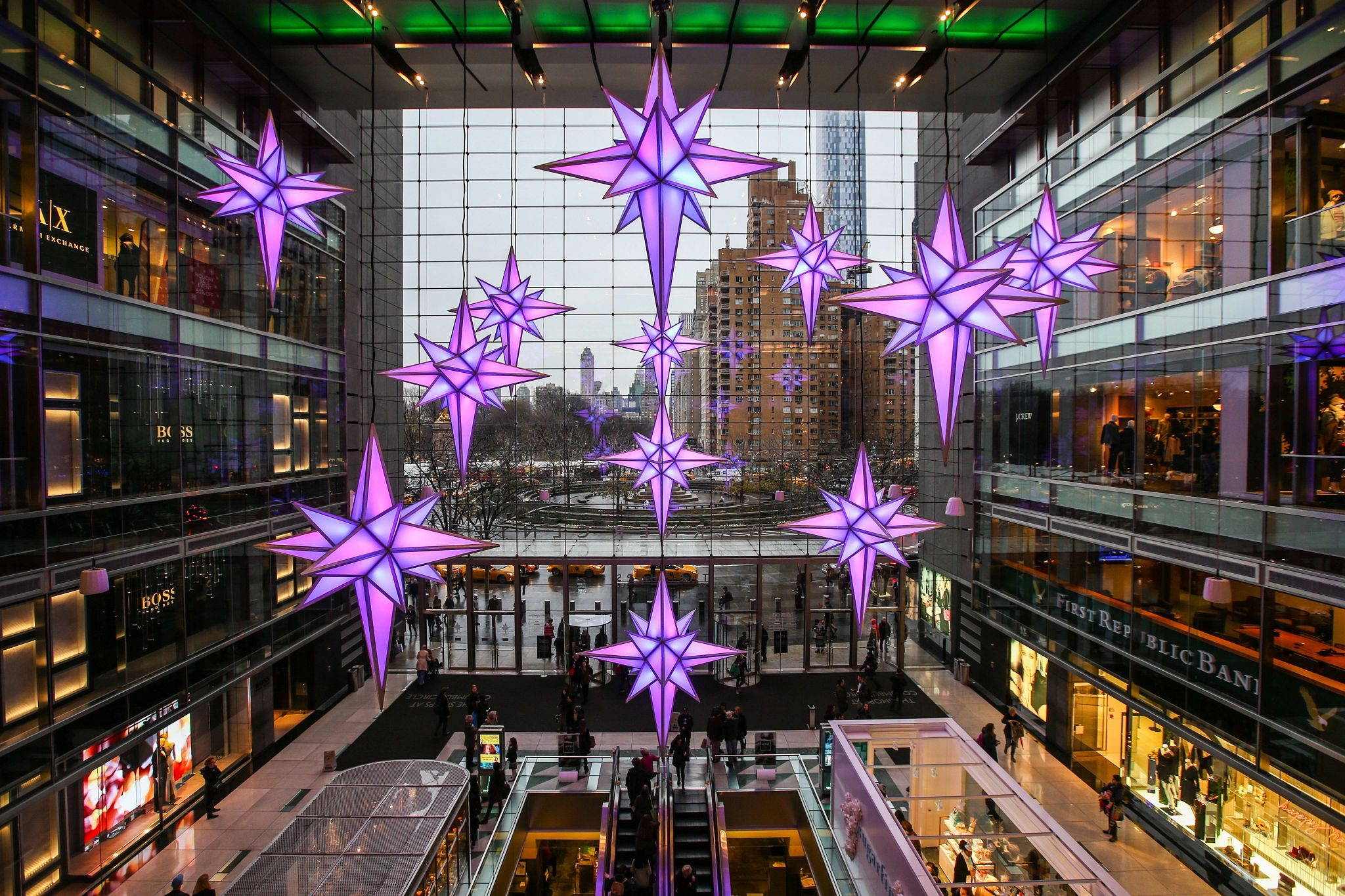 ICSC projects the average U.S. shopper is planning to spend $637 on gifts and other holiday-related items this year, an 8.9% increase over 2020. (Getty Images)