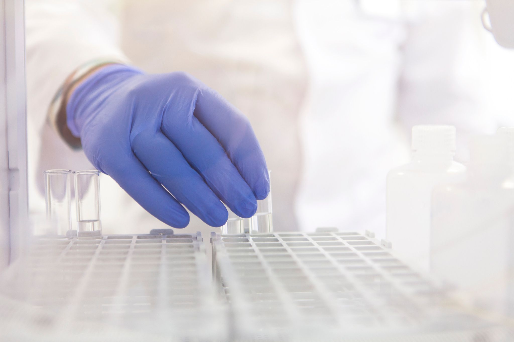 lab technician performing bioanalysis