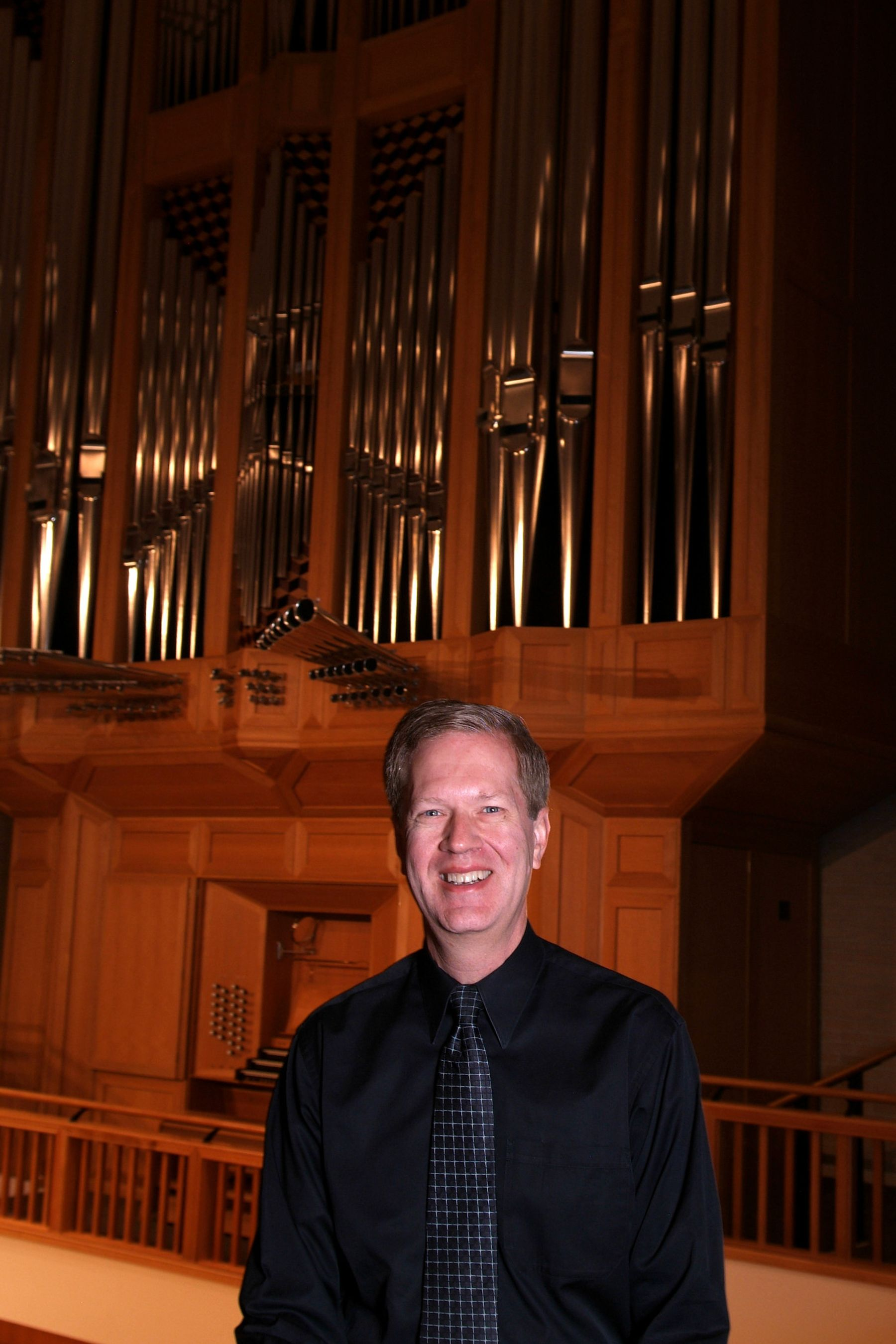 Joseph Galema in front of an organ