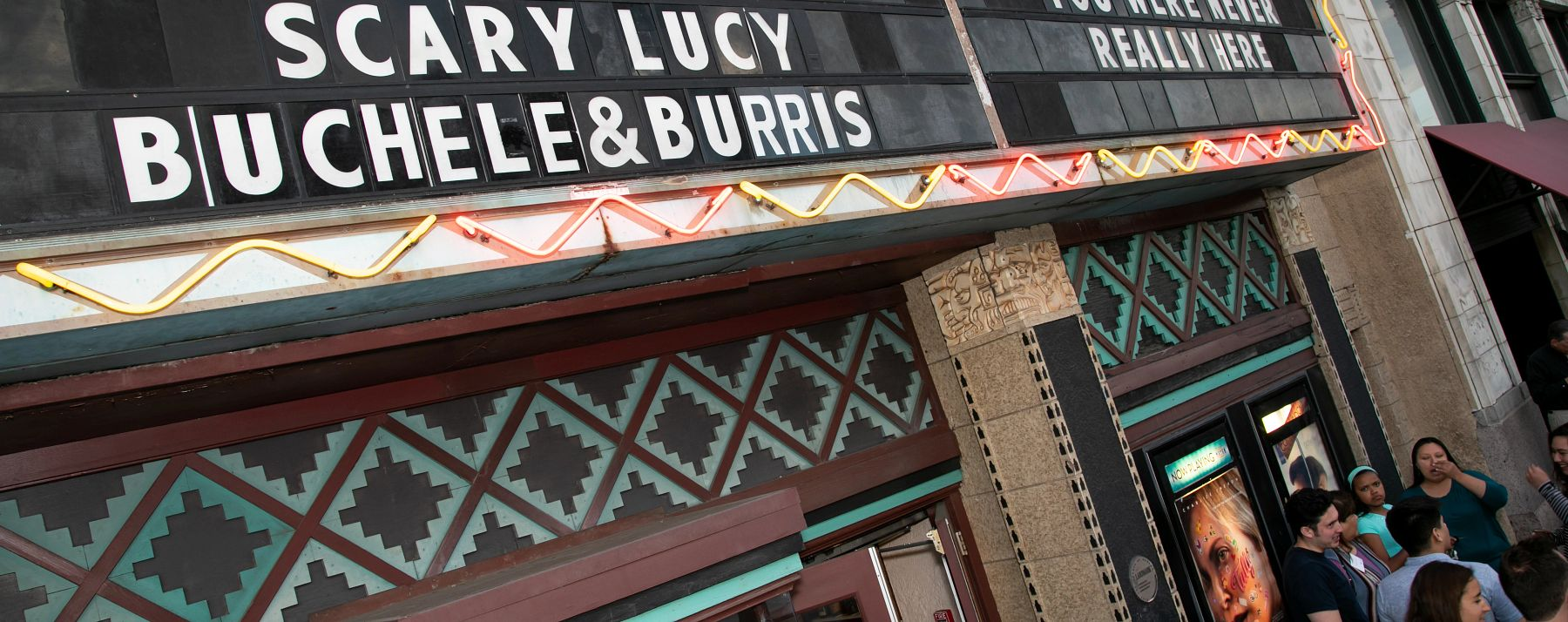 du film on marquee