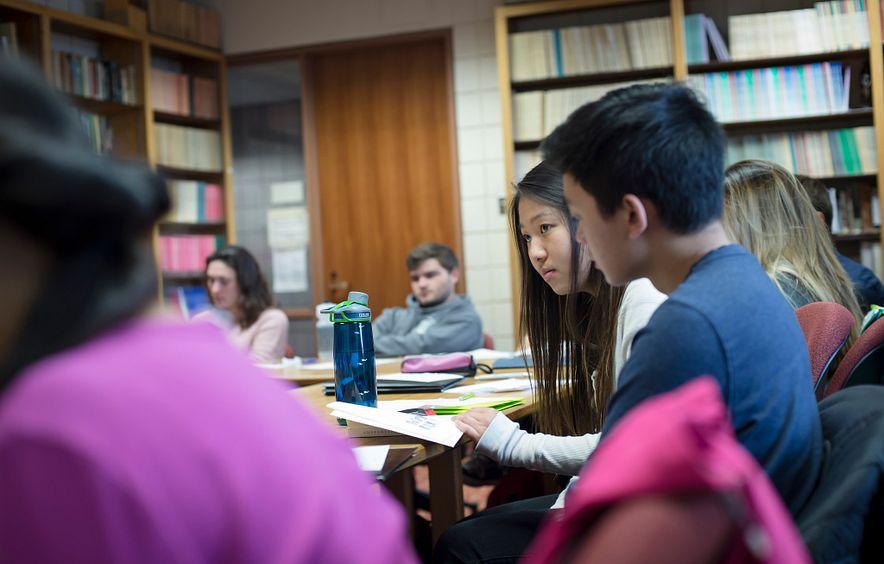 Students listening in DU classroom