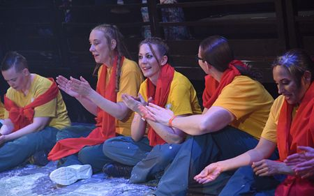 du pai participants at performance