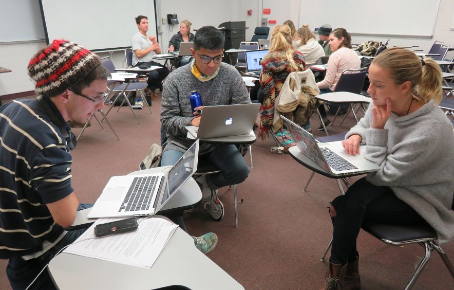 Students collaborate in the Multicultural Journalism course.