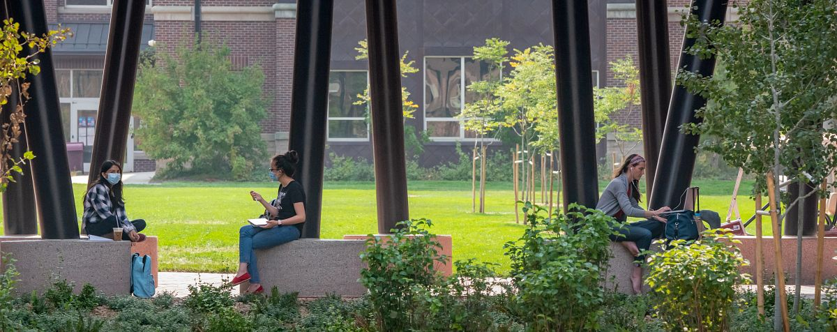 du students outdoors
