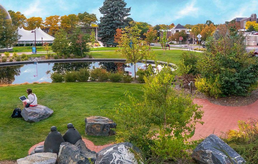 Beautiful outdoor garden on campus.