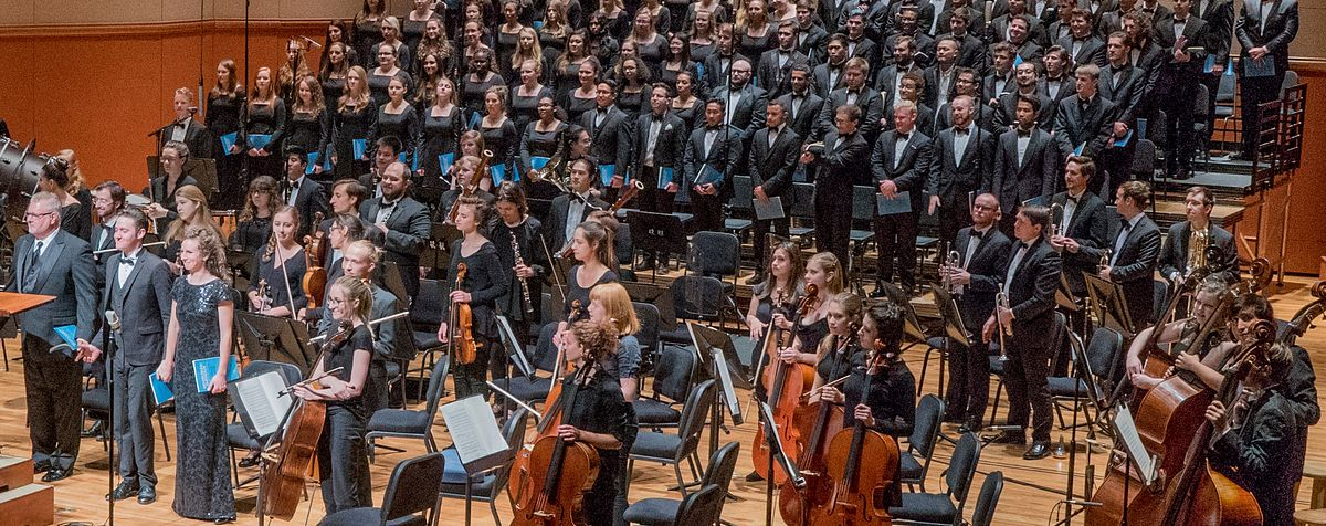 orchestra receiving ovation