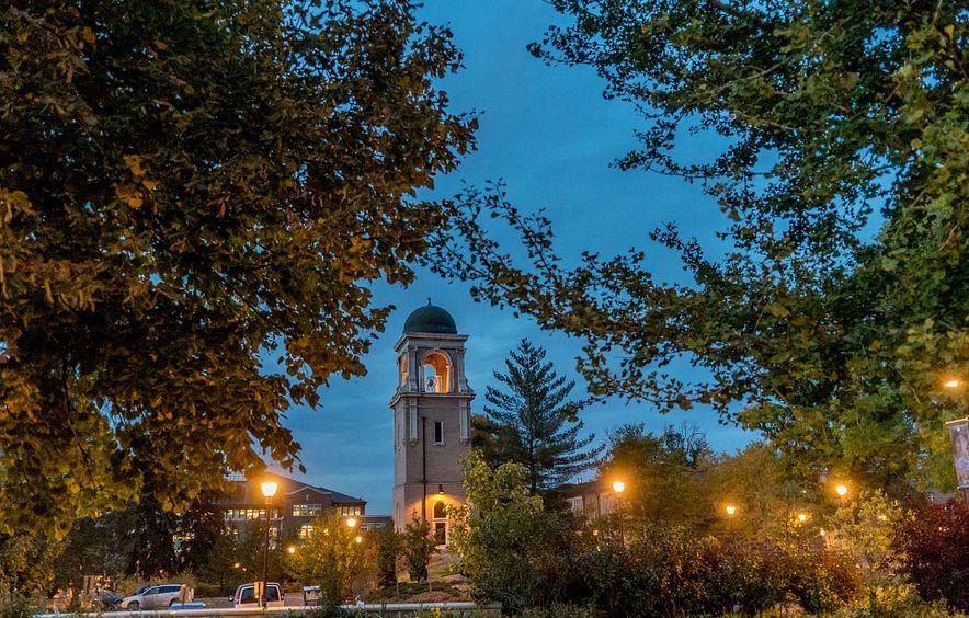 du campus at sundown