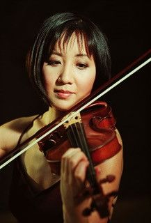 Linda Wang playing the violin