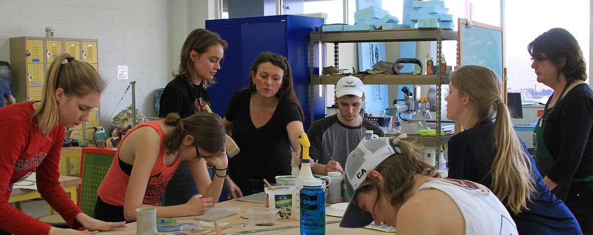 School of Art and Art History students work in one of their art classes