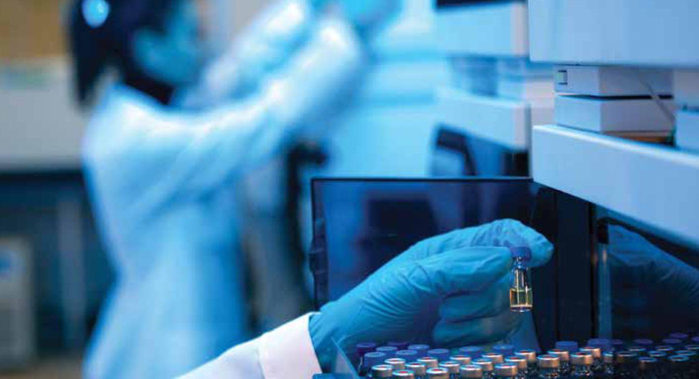 Scientist workig in lab | Elsevier
