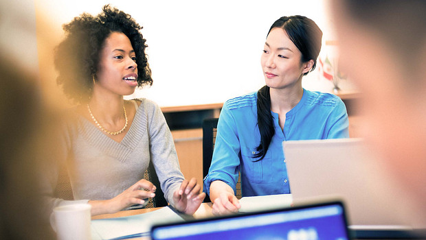 Women presenting in the office | Elsevier Solutions