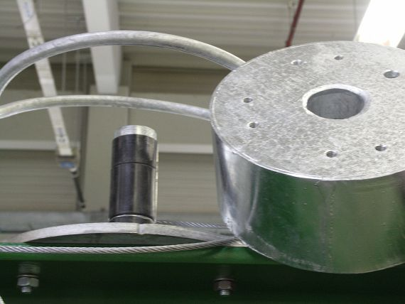 Three polymer plain bearings are used in each traction ring.