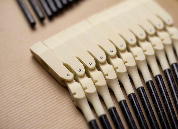 3D 프린팅 피아노 줄 해머. 프린팅 구성품을 포함한 그랜드 피아노