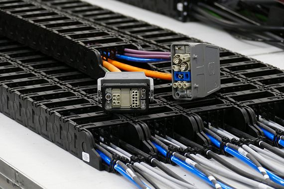 Cable harnessing with HARTING connectors