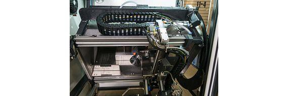 XYZ gantry robot in cleaning machine