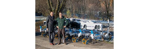 Klemens Ollmaier (right) from samo has been working with igus Austria Managing Director Christoph Föttinger in designing agricultural machinery for many years.