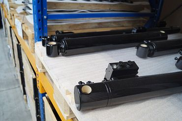 Chapel Group hydraulic cylinder with iglidur plain bearings