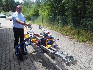 """The CEO of Quickloading Armin Van der Lelij with the """"Swiss knife"""" of aircraft tow bars, the Quick Towbar Changer"""