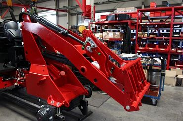 Up to 18 iglidur plain bearings are installed in a single farm loader.