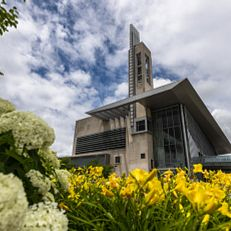 Flowers bloom near the Campus Center on a spring day at IUPUI on Wednesday, June 9, 2021.(Photo by Liz Kaye/Indiana University)