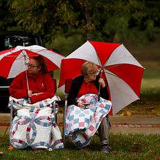 People watch the Indiana University Bloomington Homecoming Parade on Friday, Oct. 11, 2019.