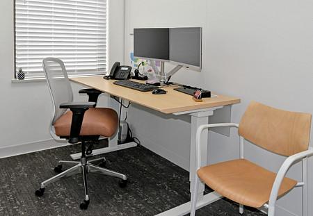 Diem office1a Toggle Katera.jpg