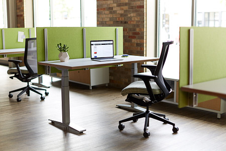 Universal Height-Adjustable Screen WorkUp Altus Connection Zone credenza 4
