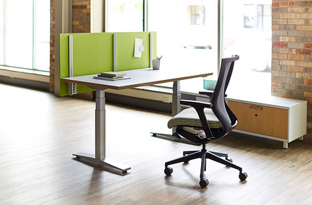 Universal Height-Adjustable Screen WorkUp Altus Connection Zone credenza
