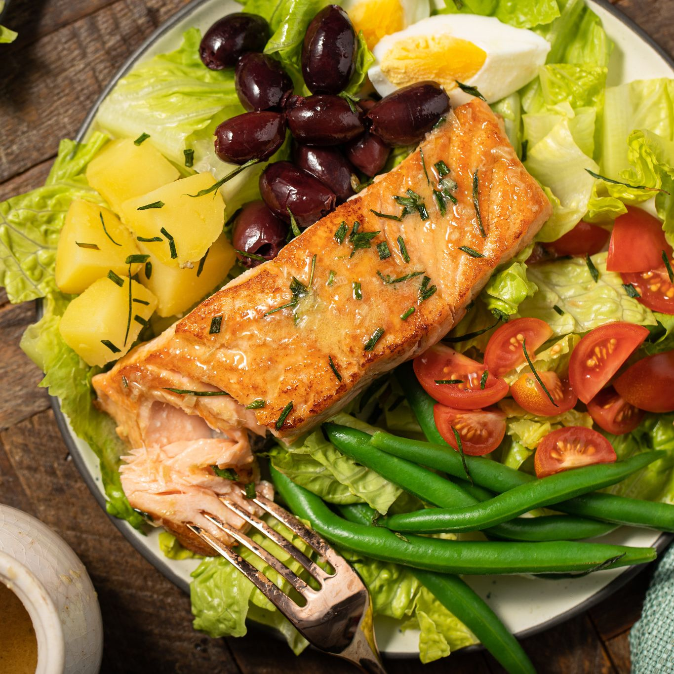 salmon_nicoise_salad_with_lemongrass_chive_dressing_7754.jpg