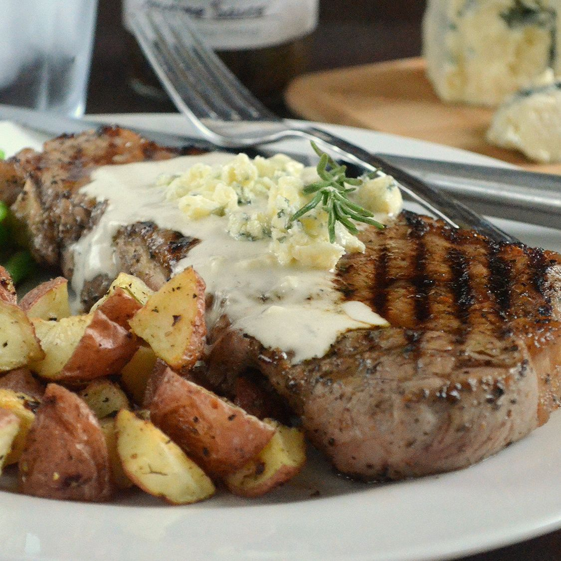 black_pepper_new_york_strip_steaks_with_blue_cheese_sauce.jpg
