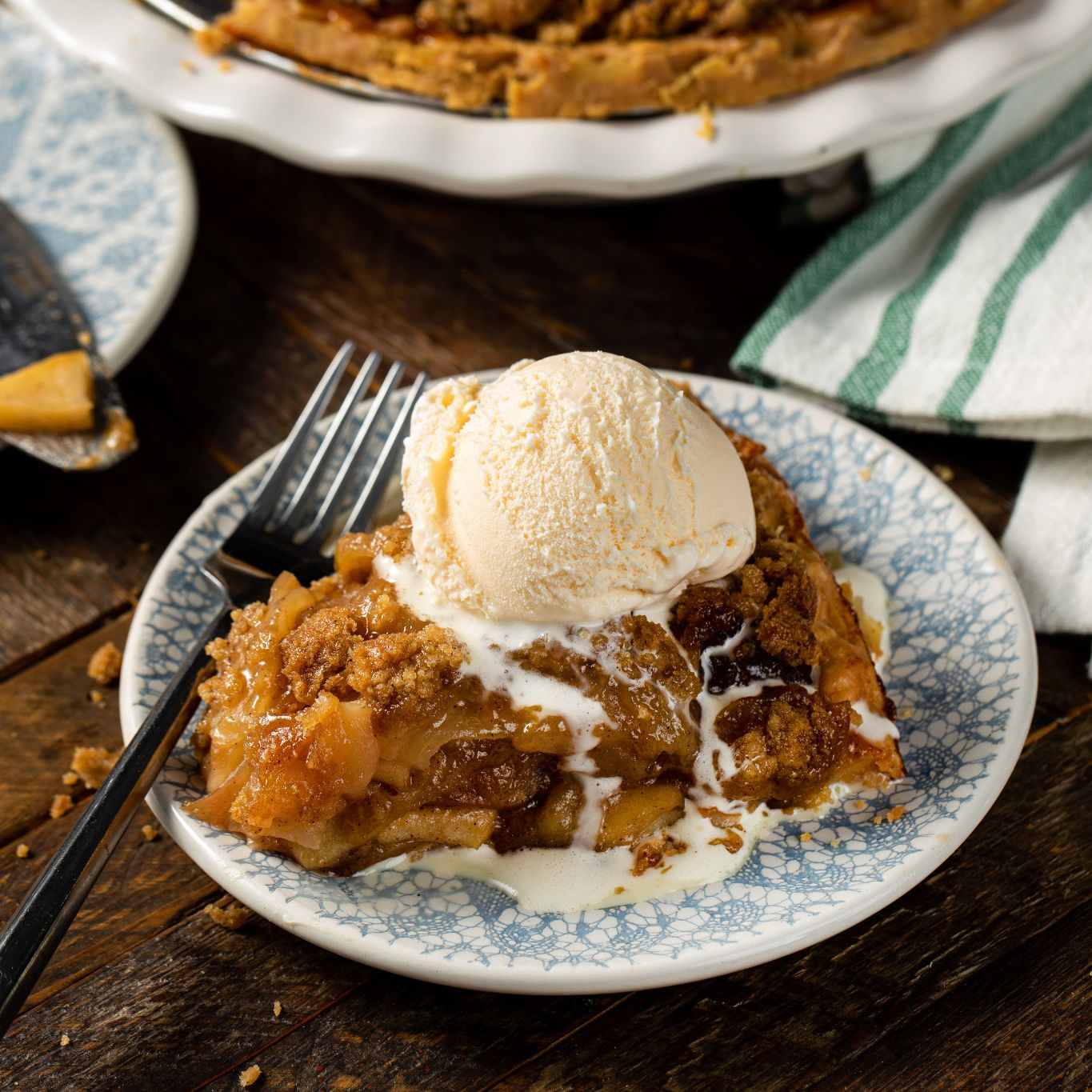 streusel layered apple pie
