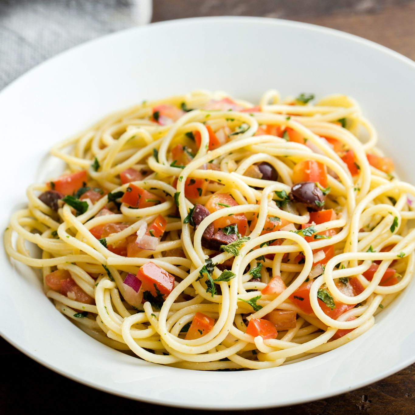Fresh Basil Tomato Sauce with Spaghetti